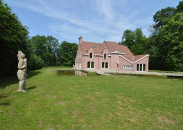 Luxueus landhuis in Brakel met een terras en 2 vijvers